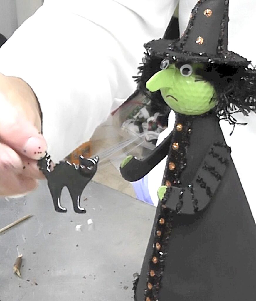 Add resin cat to the witch craft