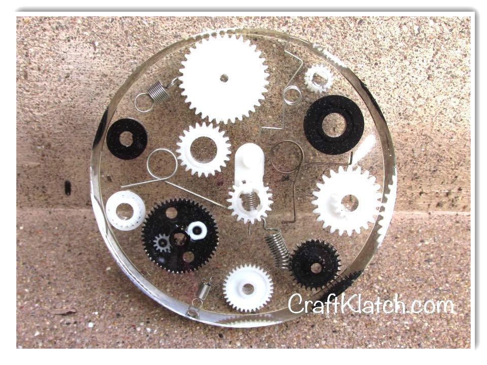 Gears and springs resin coaster DIY