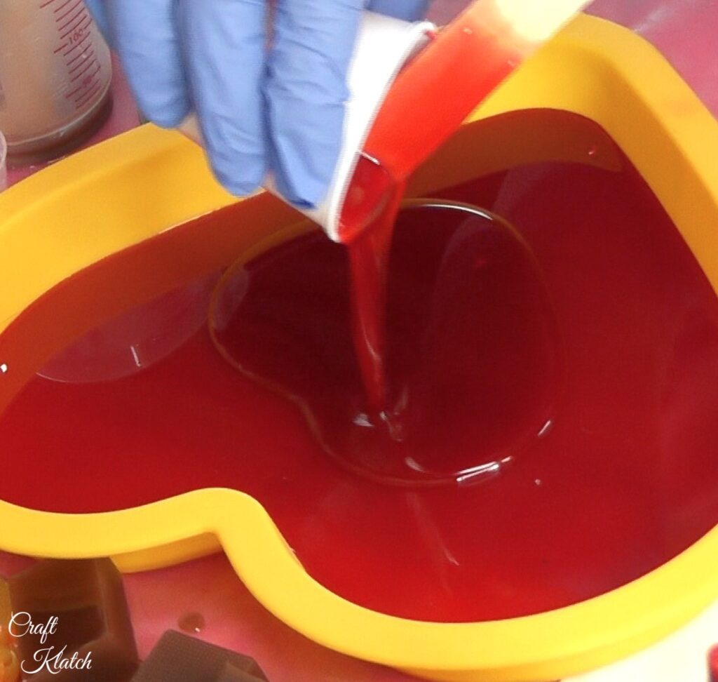 Pour more red resin over the red resin heart